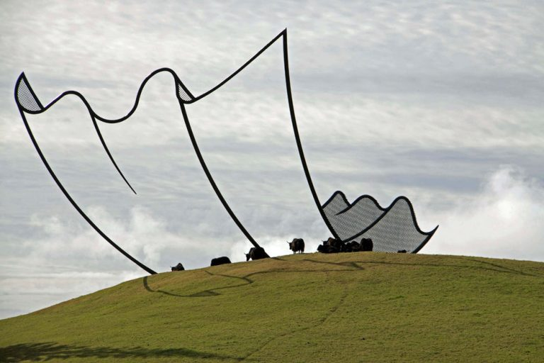 horizons-installation-by-neil-dawson-at-gibbs-farm-4-768x512