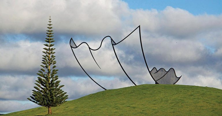 horizons-installation-by-neil-dawson-at-gibbs-farm-768x400